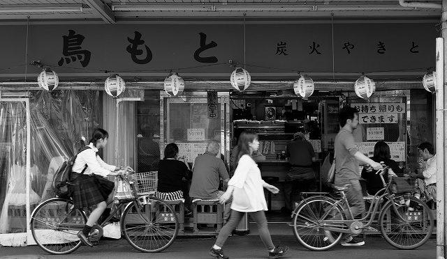 富士フイルムX-T10/XF 35㎜ F2で荻窪駅北口を歩く