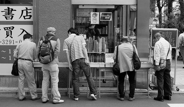 富士フイルムX-T10/XF 35㎜ F2で神田の書店街を撮り歩く (1/2)
