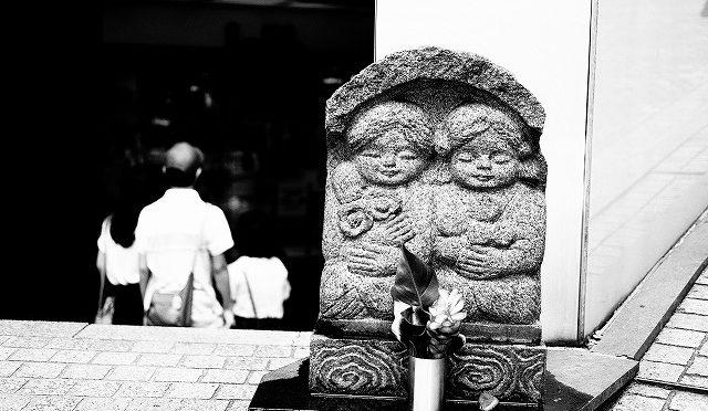 富士フイルムX-T10/XF 35㎜ F2で真夏の朝の渋谷・百軒店をモノクロで撮る (2/6)