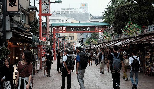 富士フイルムX-T10/XF 35㎜ F2で奥浅草を歩く(2) 江戸の街並み伝法院通り