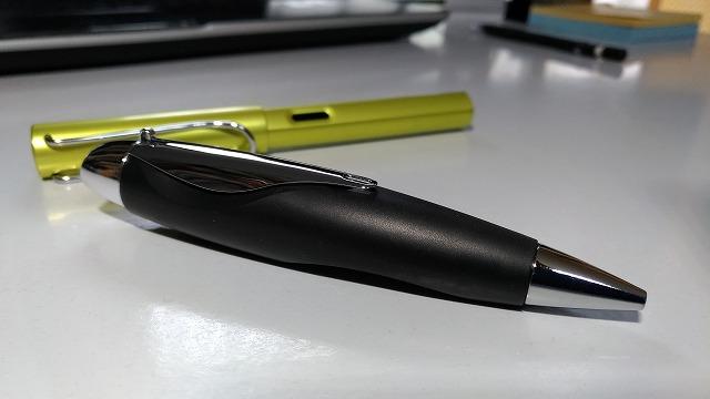 文具おやぢ・どんぐり型のシュナイダーのIDボールペンで遊んでみる。
